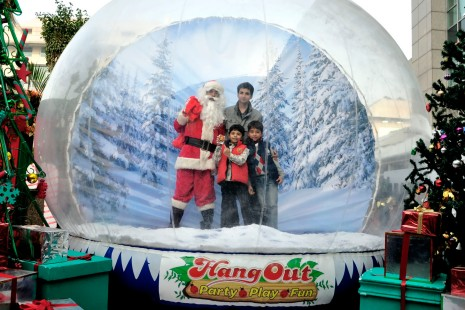 Sahil & Shiven Vij with Santa in the Inflatable human snow globe (1)